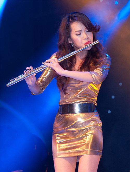 Vũ công giả gái gây sốt VN's Got Talent - 13