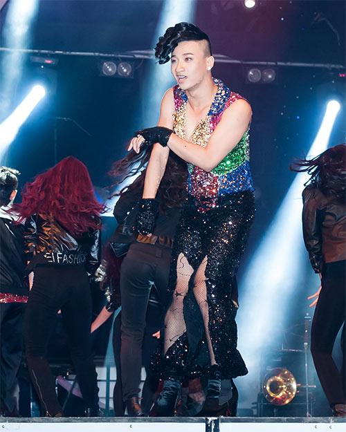 Vũ công giả gái gây sốt VN's Got Talent - 4