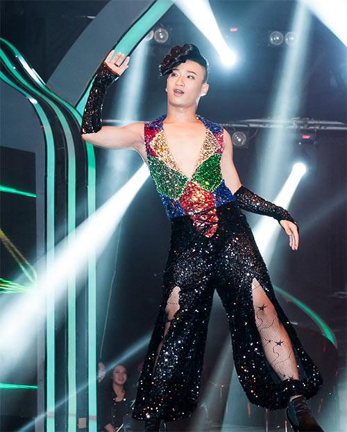 Vũ công giả gái gây sốt VN's Got Talent - 9