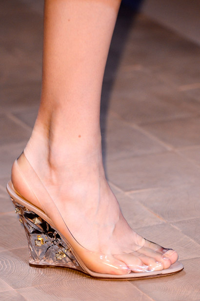 Êm chân nịnh dáng với sandal đế xuồng - 2