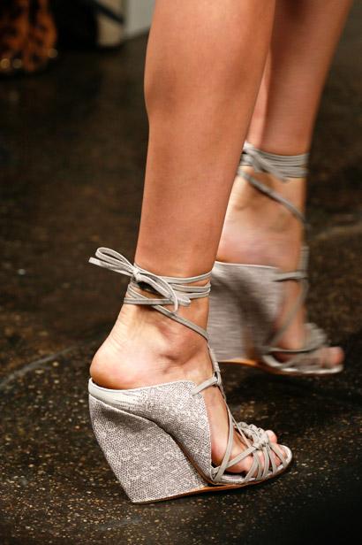 Êm chân nịnh dáng với sandal đế xuồng - 3
