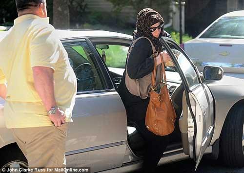 """Vợ nghi can đánh bom ở Boston bị """"tẩy não"""" - 3"""