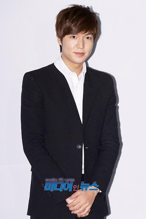 Lee Min Ho bảnh bao đi ăn cưới - 2