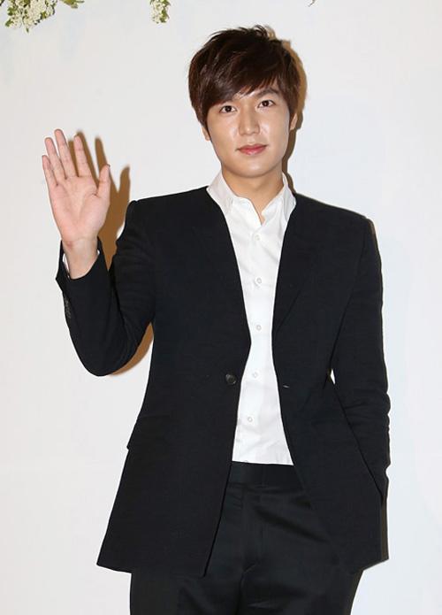 Lee Min Ho bảnh bao đi ăn cưới - 3