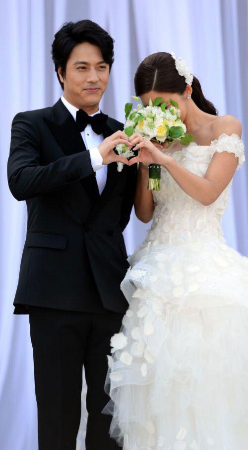 Lee Min Ho bảnh bao đi ăn cưới - 8