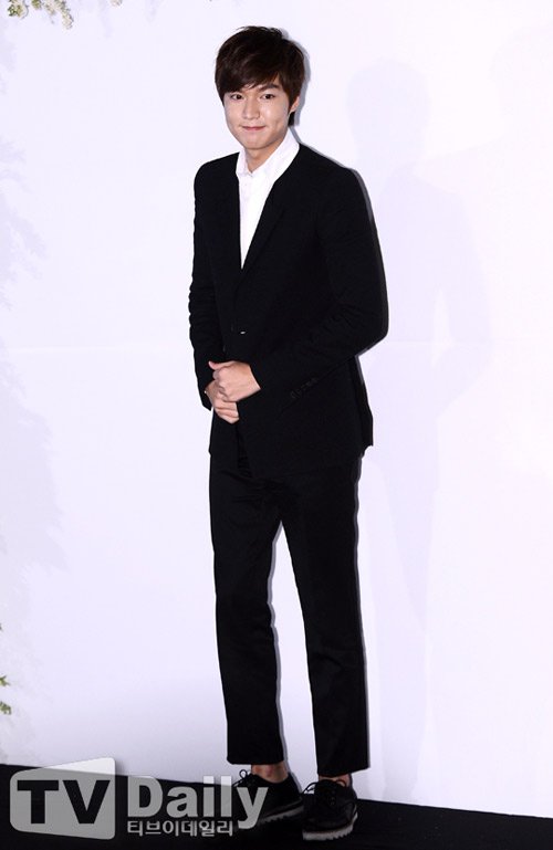 Lee Min Ho bảnh bao đi ăn cưới - 4