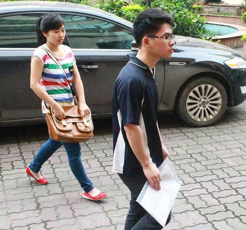 Sĩ tử đổ về trường ngày cuối nộp hồ sơ thi ĐH - 1