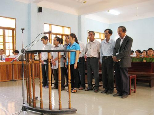 Thiếu y đức, 9 cựu lãnh đạo sở y tế hầu tòa - 1