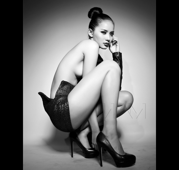 Dù trên sàn catwalk cũng như trong đời thường, cô rất hiền lành, nhưng trong những shoot hình khỏa thân nghệ thuật, cô trở nên sắc sảo và gợi cảm ma mị.