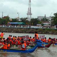 Sôi nổi giải đua thuyền truyền thống