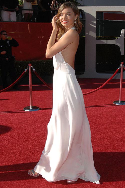 Say lòng ngắm váy tiệc của Miranda Kerr - 13