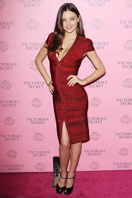 Say lòng ngắm váy tiệc của Miranda Kerr - 15