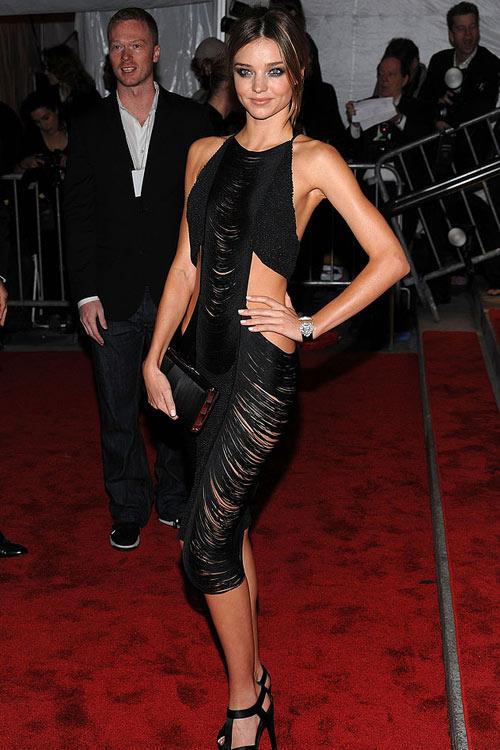 Say lòng ngắm váy tiệc của Miranda Kerr - 17