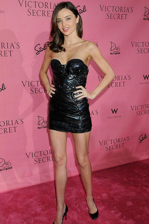 Say lòng ngắm váy tiệc của Miranda Kerr - 2