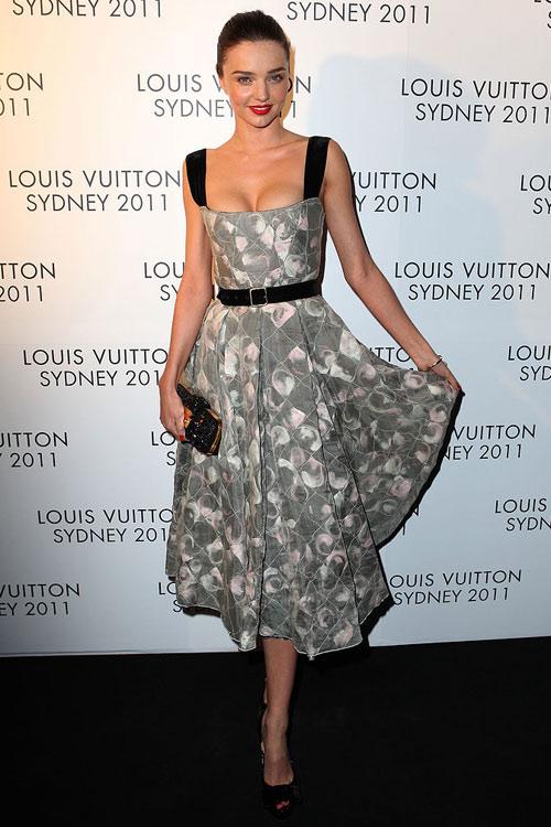 Say lòng ngắm váy tiệc của Miranda Kerr - 18