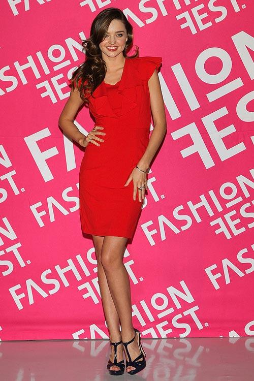 Say lòng ngắm váy tiệc của Miranda Kerr - 3