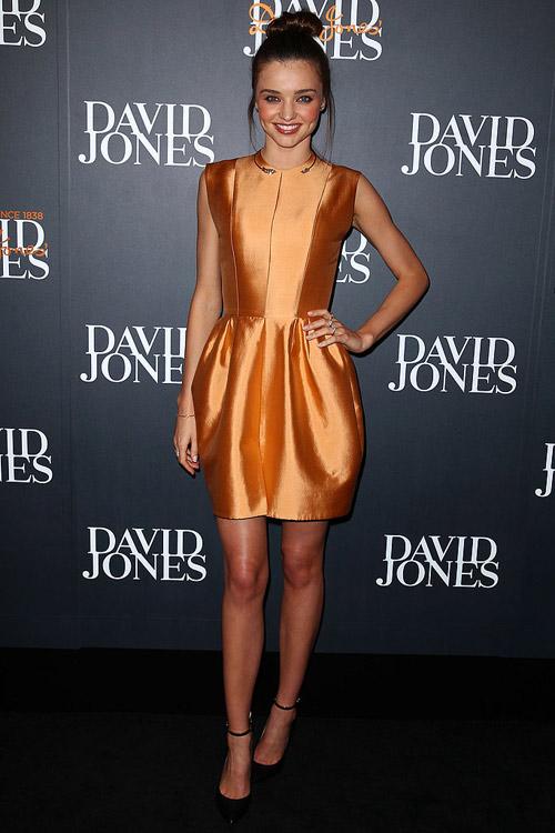Say lòng ngắm váy tiệc của Miranda Kerr - 11