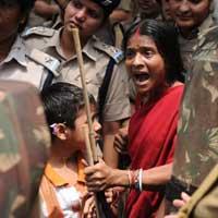 Ấn Độ: Nữ sinh bị cưỡng hiếp ngay tại lớp học