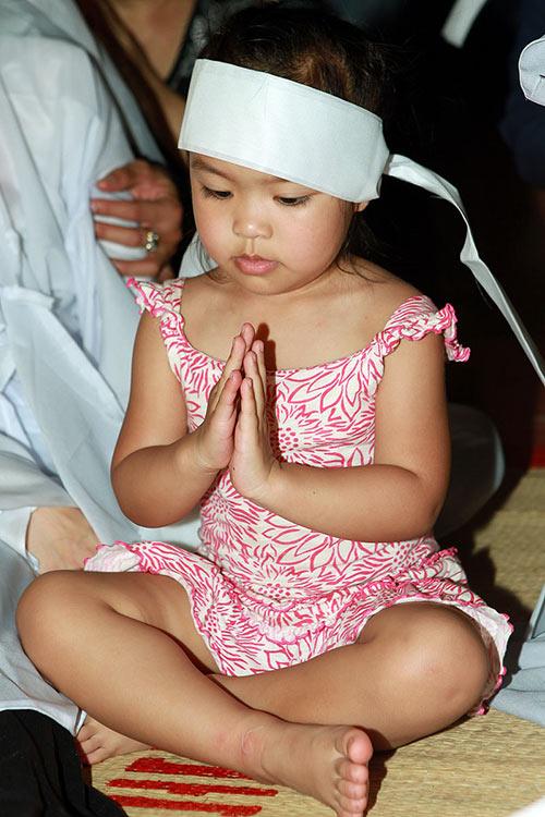 Việt Hương khóc ngất bên linh cữu mẹ - 4