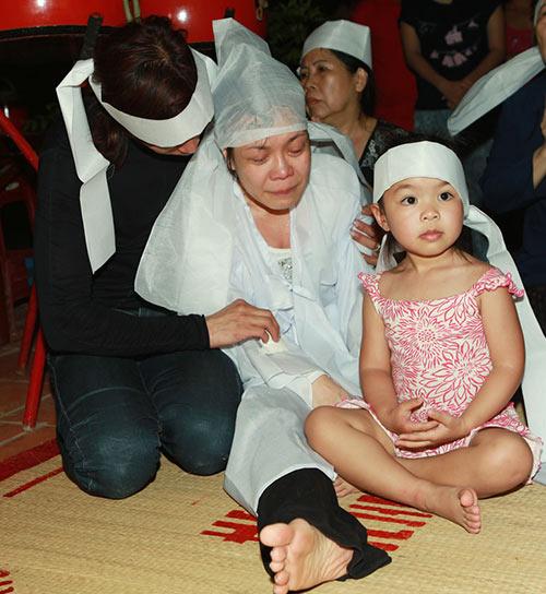 Việt Hương khóc ngất bên linh cữu mẹ - 5