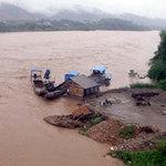 Tin tức trong ngày - Tắm dưới sông Hồng cuộn xiết, 2 HS chết đuối