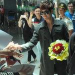 Kim Bum bắt tay fan Việt