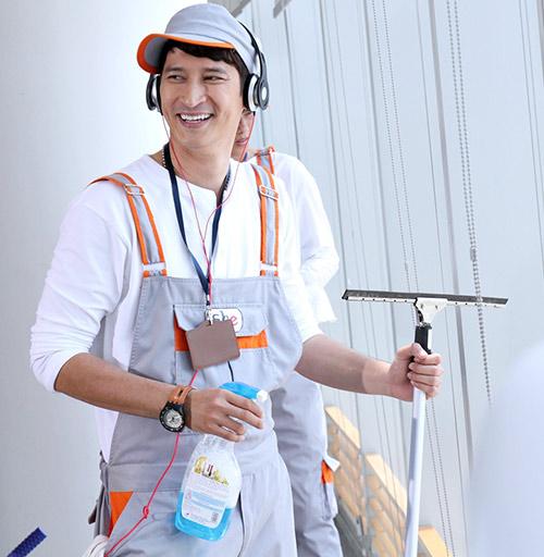 Huy Khánh vào vai lao công đào hoa - 4