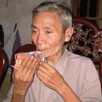 """""""Dị nhân"""" ở HN hơn 20 năm không ăn cơm"""