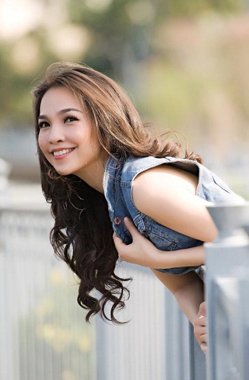 """Uyên Linh và Mai Hương """"đua nước rút"""" - 3"""