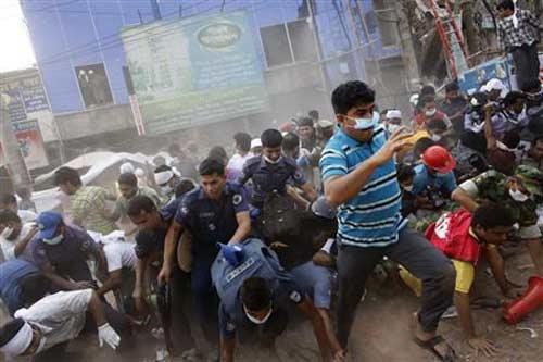 Bangladesh: Biểu tình lớn vì 300 người chết - 1