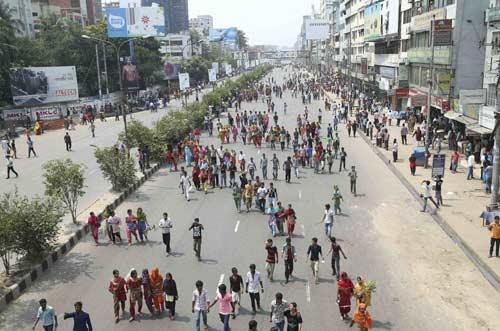 Bangladesh: Biểu tình lớn vì 300 người chết - 2