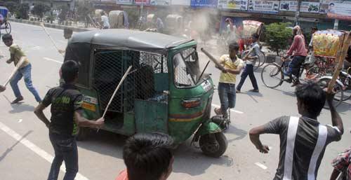 Bangladesh: Biểu tình lớn vì 300 người chết - 4