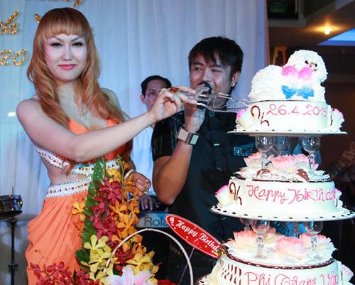 Phi Thanh Vân mời 150 khách mừng sinh nhật - 12