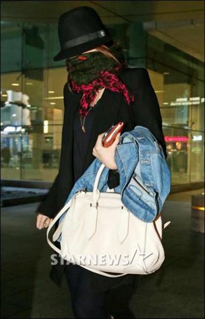 Yoon Eun Hye bịt ninja trở về Hàn Quốc - 3