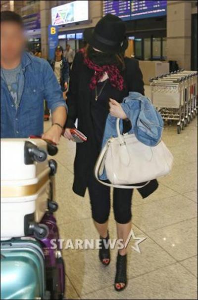 Yoon Eun Hye bịt ninja trở về Hàn Quốc - 5