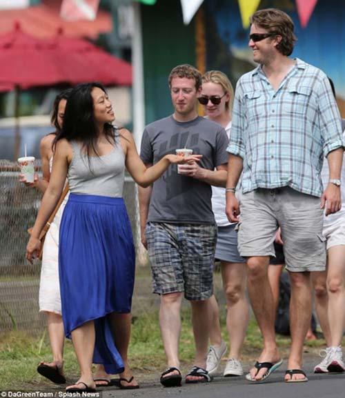 Ông trùm Facebook giản dị tại Hawaii - 1