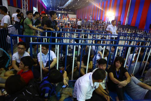 Fan Việt xếp hàng chờ mua Samsung Galaxy S4 - 8