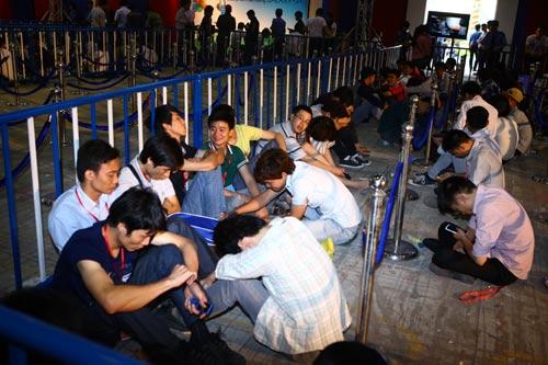 Fan Việt xếp hàng chờ mua Samsung Galaxy S4 - 3