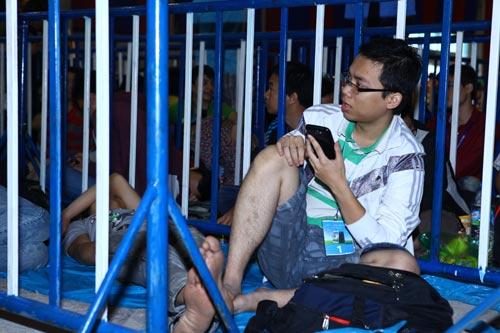 Fan Việt xếp hàng chờ mua Samsung Galaxy S4 - 7