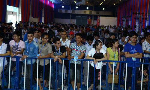 Fan Việt xếp hàng chờ mua Samsung Galaxy S4 - 9