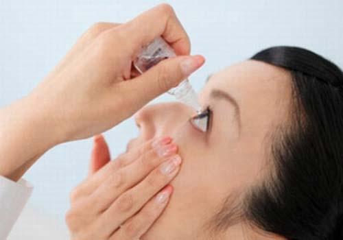 Nhỏ mắt thường xuyên gây hại sức khỏe - 1