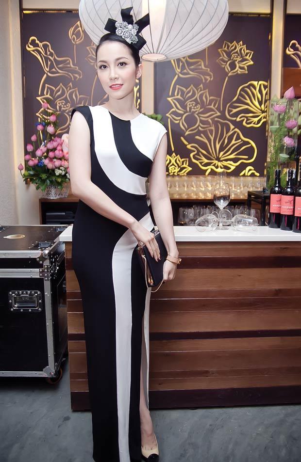 Linh Nga diện váy sọc trắng đen cực chất - 3