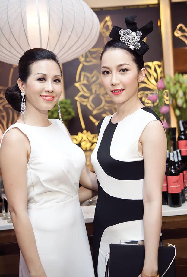 Linh Nga diện váy sọc trắng đen cực chất - 4