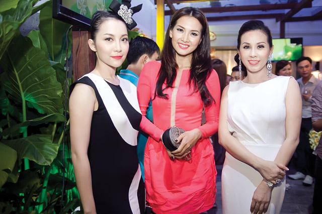 Linh Nga diện váy sọc trắng đen cực chất - 11