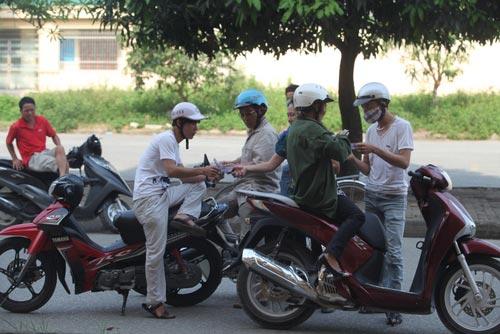 Ngất lịm vì mua vé trận SLNA – Ninh Bình - 6