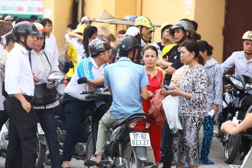 Ngất lịm vì mua vé trận SLNA – Ninh Bình - 7