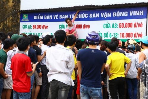 Ngất lịm vì mua vé trận SLNA – Ninh Bình - 1
