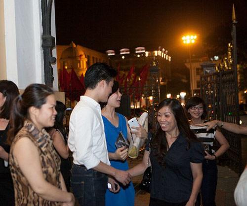 Quang Dũng được khán giả tặng phong bì - 8