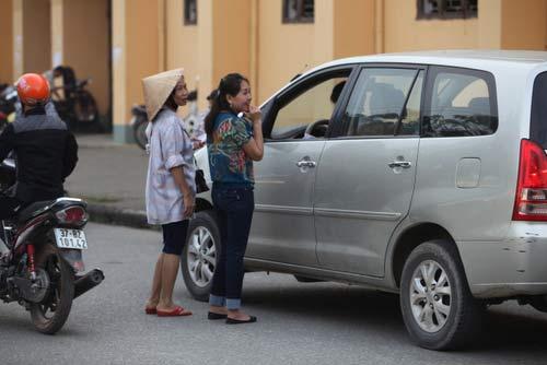 Ngất lịm vì mua vé trận SLNA – Ninh Bình - 8