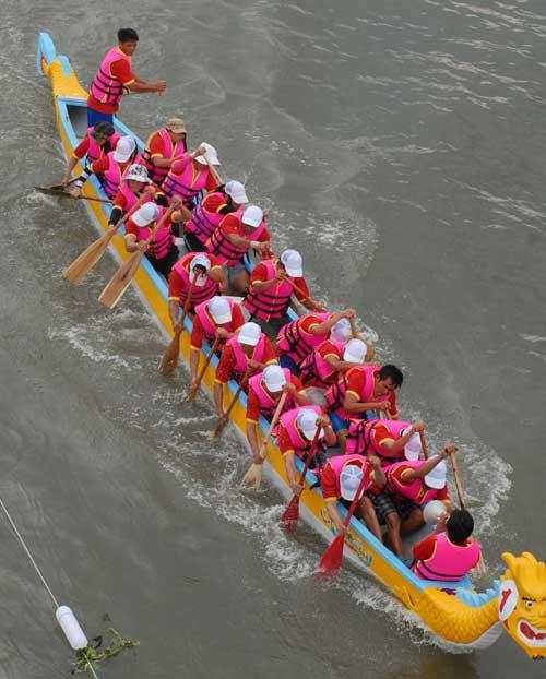 Chùm ảnh: Đua thuyền rồng trên kênh Tàu Hủ - 9